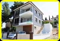 Müstakil Satılık Villa,Plaja 500 Metre Kapalı Oto Parklı